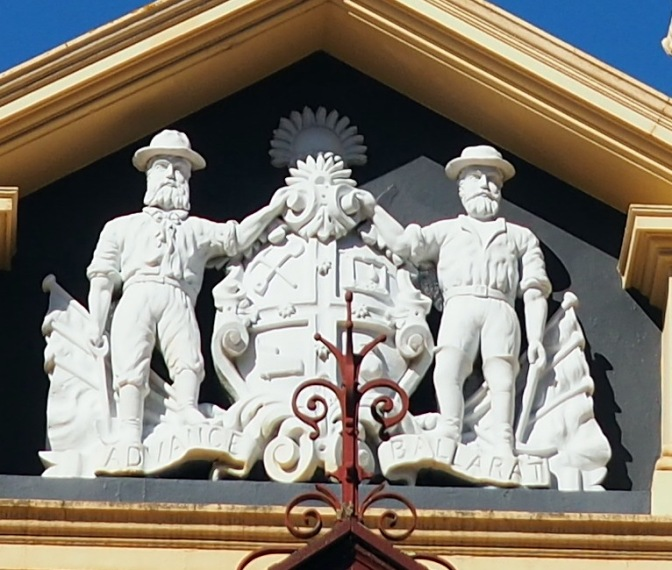 Old Colonists Club Crest