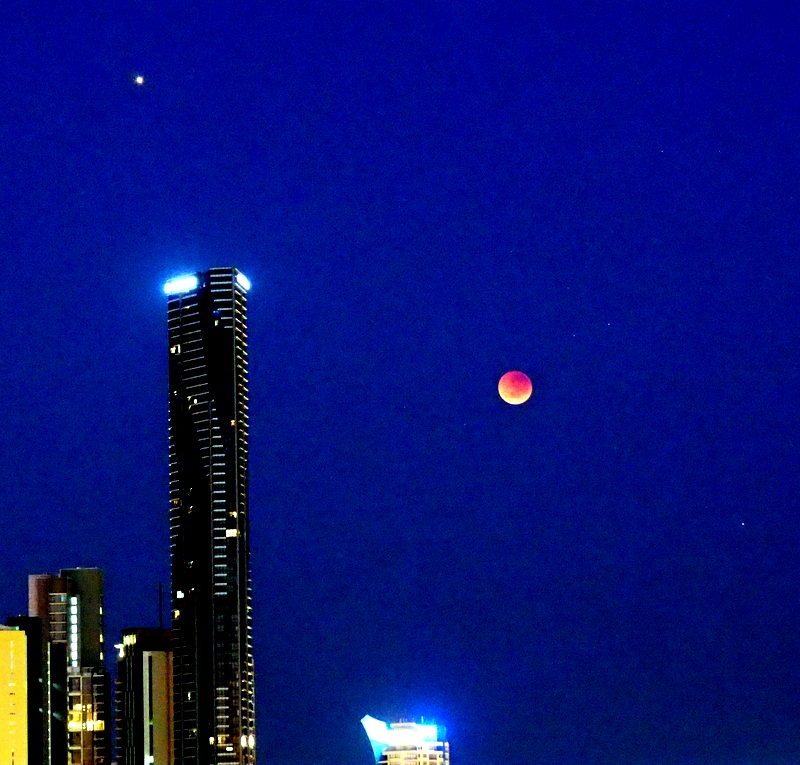 Blood Moon over Brisbane