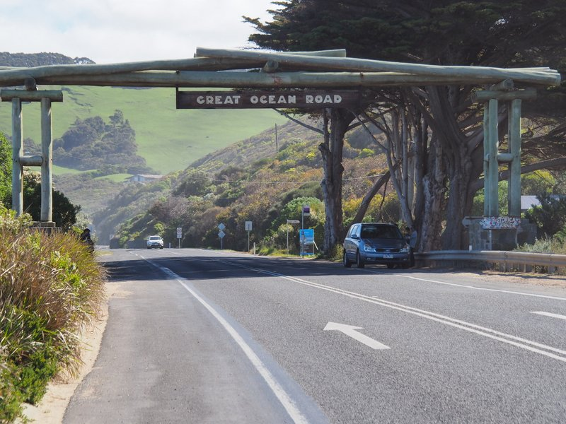 Memorial Arch over the Great Ocean Road